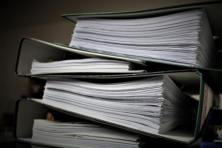 zatrudnij biuro ksiegowe by nie utonac pod papierami