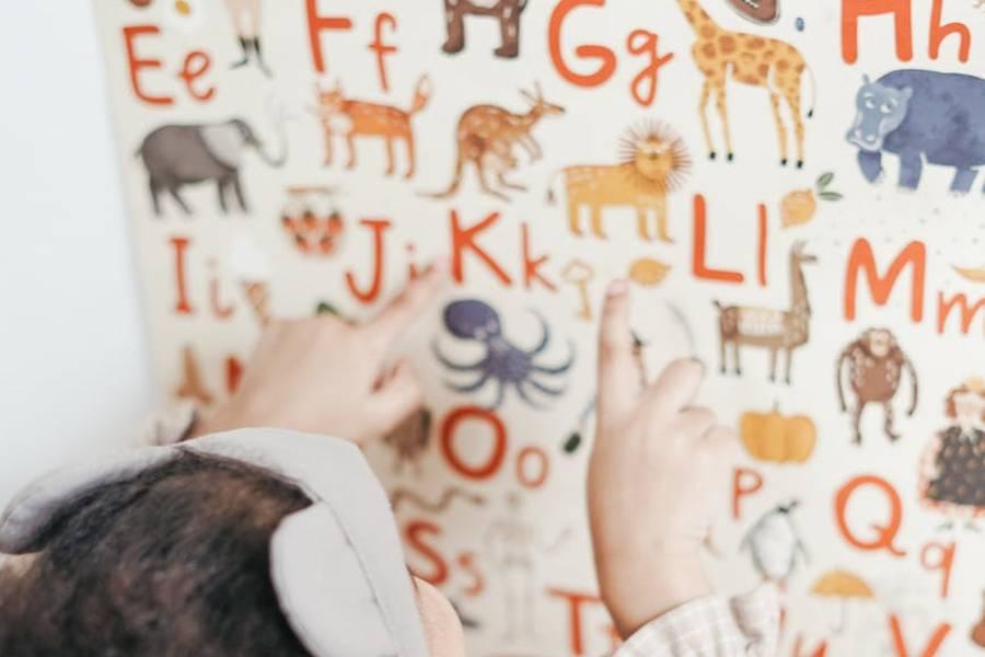 dziecko uczace sie angielskiego